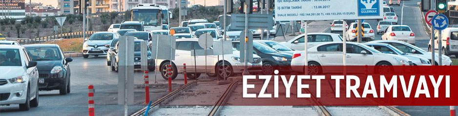 Tramvay inşaatı trafiği felç etti