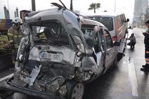 İzmirde zincirleme kaza: 10 araç birbirine girdi