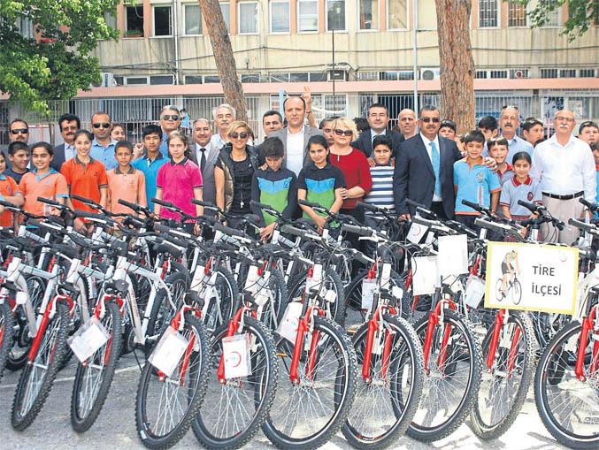 Tireli öğrencilerin bisiklet sevinci